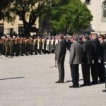 gerard-longuet-et-les-autorites-salues-par-le-colonel-jaunin-commandant-des-troupes